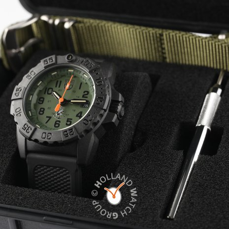 Black carbon outdoor watch with extra nato-strap 春夏款式 Luminox